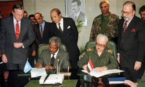 Kofi Annan, seated left, and the Iraqi deputy prime minister Tariq Aziz signing an agreement between the UN and Iraq in 1998, aimed at ending the impasse over weapons inspections.