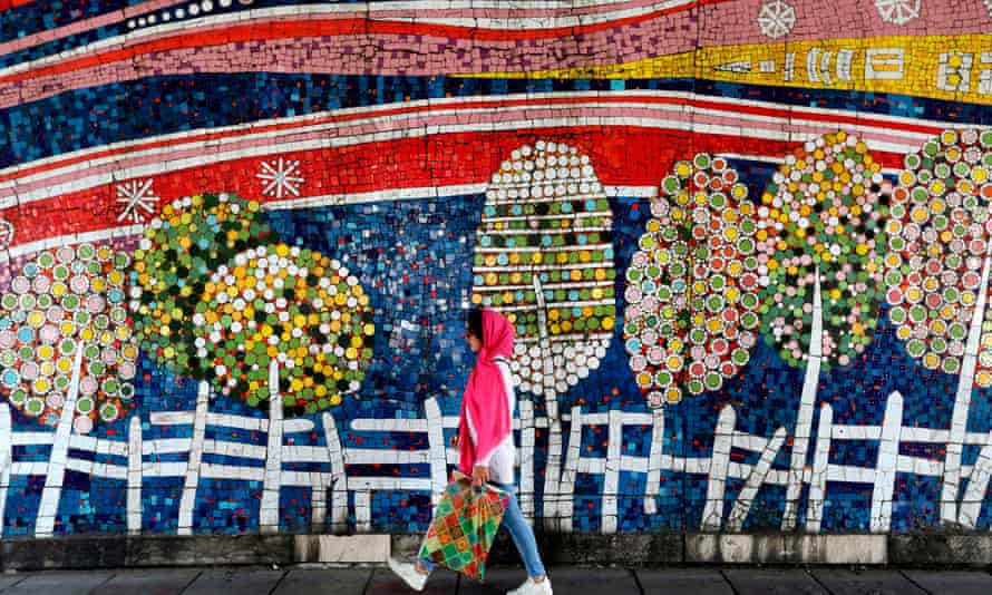 IRAN-DAILY LIFE<br>An Iranian woman walks past graffiti in Valiasr Street in northern Tehran on May 8, 2019. (Photo by ATTA KENARE / AFP)ATTA KENARE/AFP/Getty Images