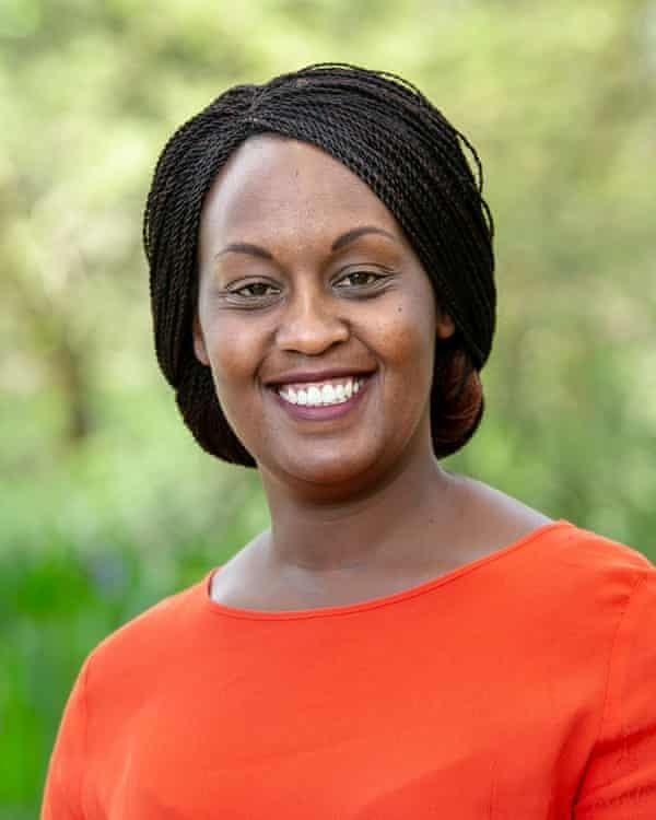 به آنیتا اتال در دانشگاه ویتواترزرند آفریقای جنوبی 300 هزار پوند کمک مالی برای تولید فیلترها داده شد.