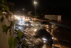 Detroit, US: a severe thunderstorm rolled through the city, bringing a downpour that flooded I-94 and many other roads
