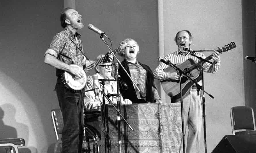 The Weavers perform in a 25th anniversary reunion concert at Carnegie Hall, New York in 1980. From left: Pete Seeger, Lee Hays, Ronnie Gilbert and Fred Hellerman.