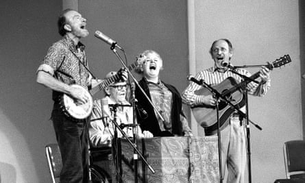 The Weavers perform in a 25th Anniversary reunion concert at Carnegie Hall in New York, 1980. Pete Seeger on left (with Lee Hays, Ronnie Gilbert and Fred Hellerman.)