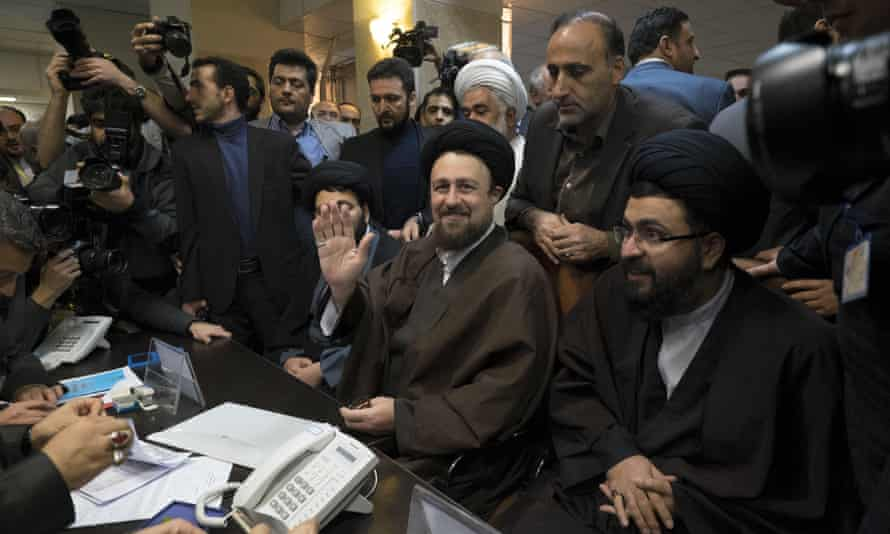 Hassan Khomeini registers for elections to Iran's assembly of experts