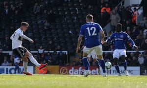 Tom Cairney of Fulham scores the opening goal.