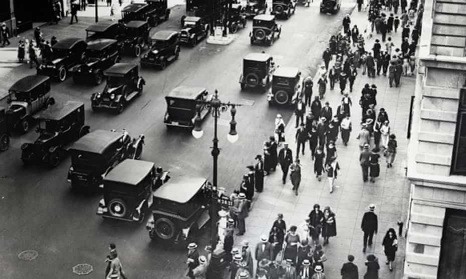 Fifth Avenue, New York, in the 1920s.
