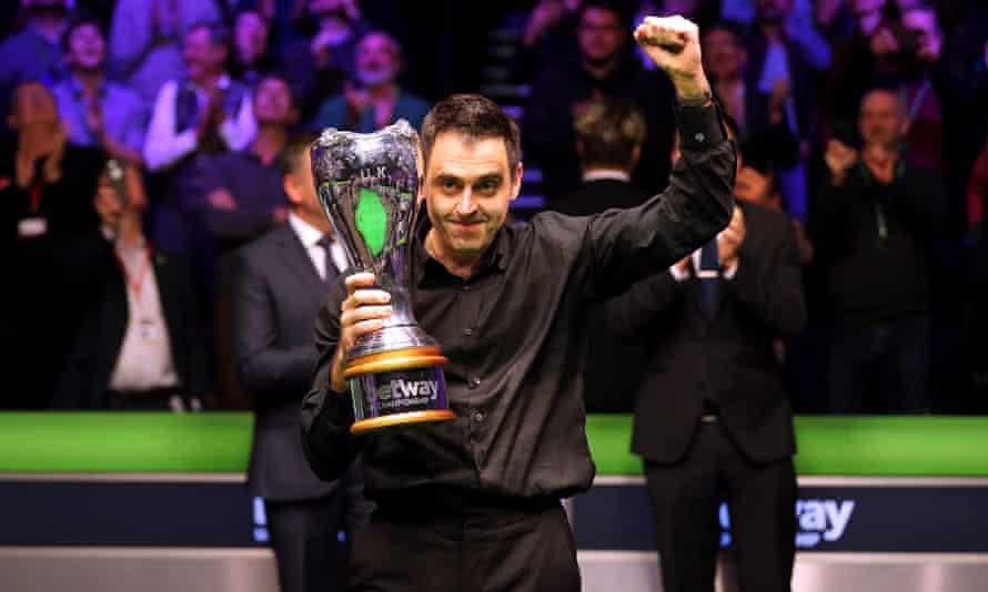 Ronnie O'Sullivan raises a fist and the trophy