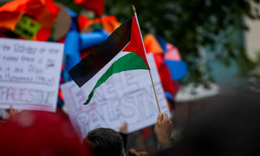 People in Washington DC protest Israeli attacks on Palestinians.