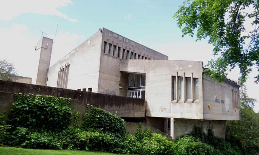 Students at Durham apparently refer to Dunelm House as 'that ugly concrete building'.