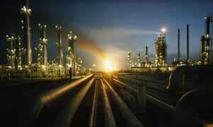 Gas fires at an oil refinery glows in Saudi Arabia. Investment projections by the International Energy Agency remain massively skewed towards oil and gas, a new report claims.