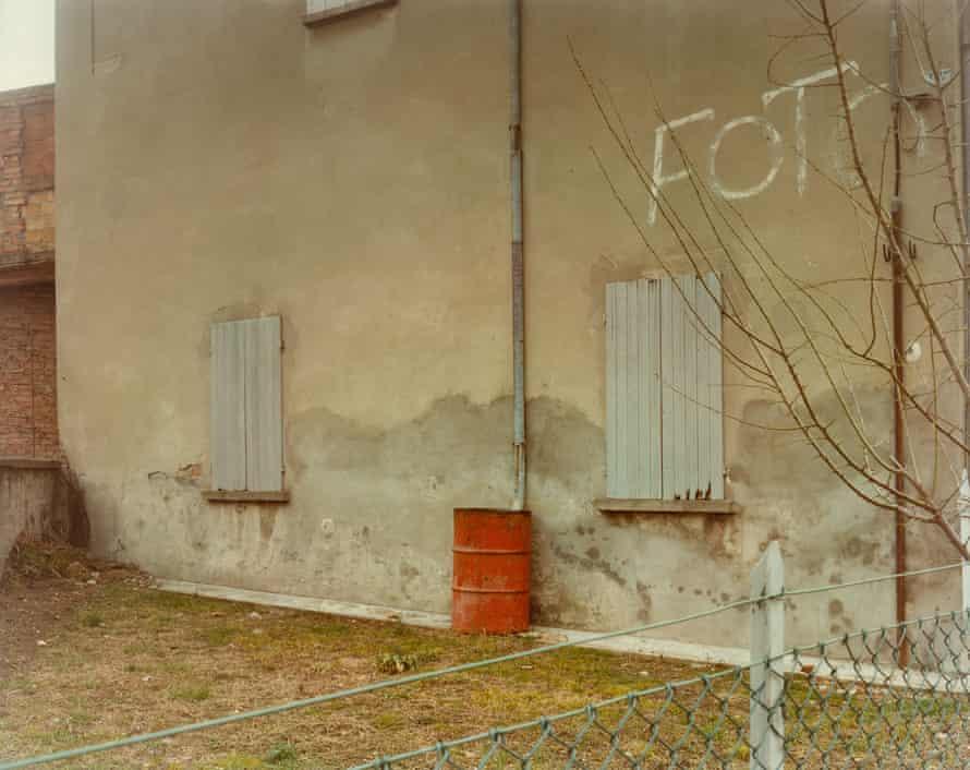 Via Emilia, 1985, by Guido Guidi.