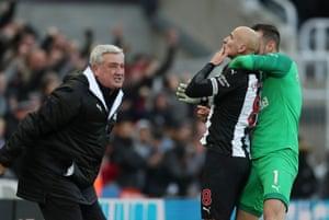 Shelvey celebrates with Martin Dubravka.
