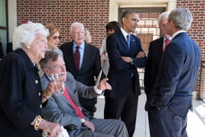 The Obamas talk with former presidents and first ladies