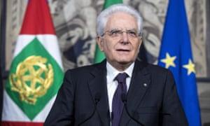 Italia: Presidente Sergio Mattarella concede tiempo a negociaciones para resolver crisis