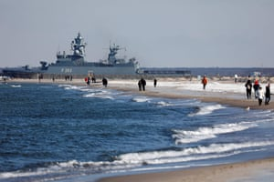 Cold strolls along the Baltic shore at the port of Warnemünde, Germany