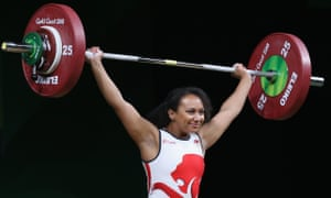 Despite a back injury England's Zoe Smith won silver in the weightlifting at the Commonwealth Games