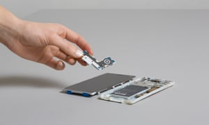 The fascia fits for the Fairphone 2.