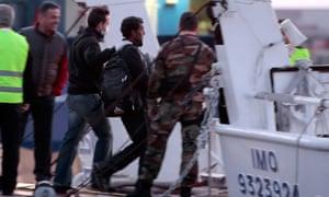 Greece starts deportation of refugees