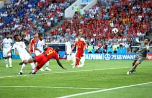 Romelu Lukaku nets a stooping header.