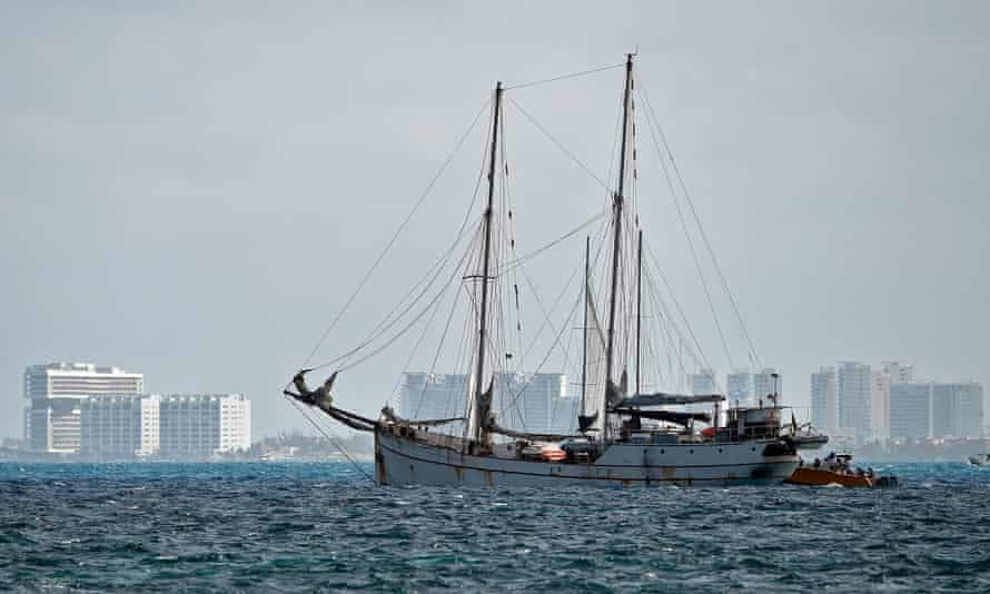 La Montana sets sail for Europe from Isla Mujeres