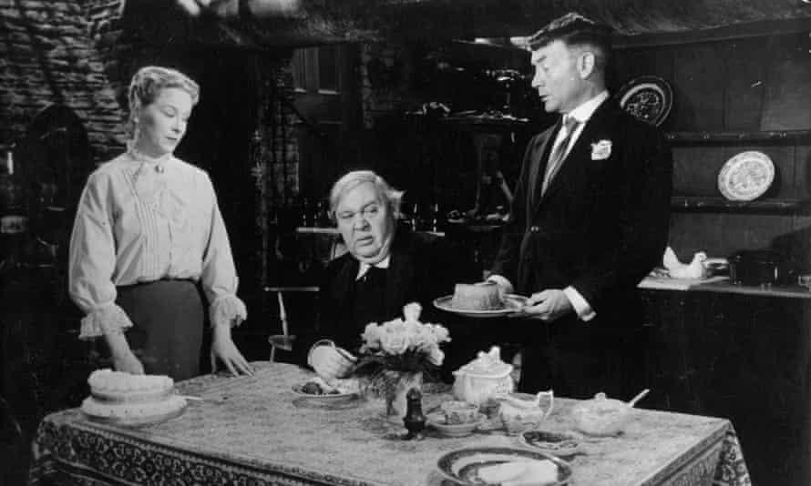 Brenda de Benzie, Charles Laughton and John Mills in Hobson's Choice, 1986.