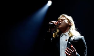 Conrad Sewell perform at the Arias.