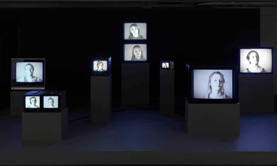 Melanie Manchot, video installation for fig-2, week 37/50.