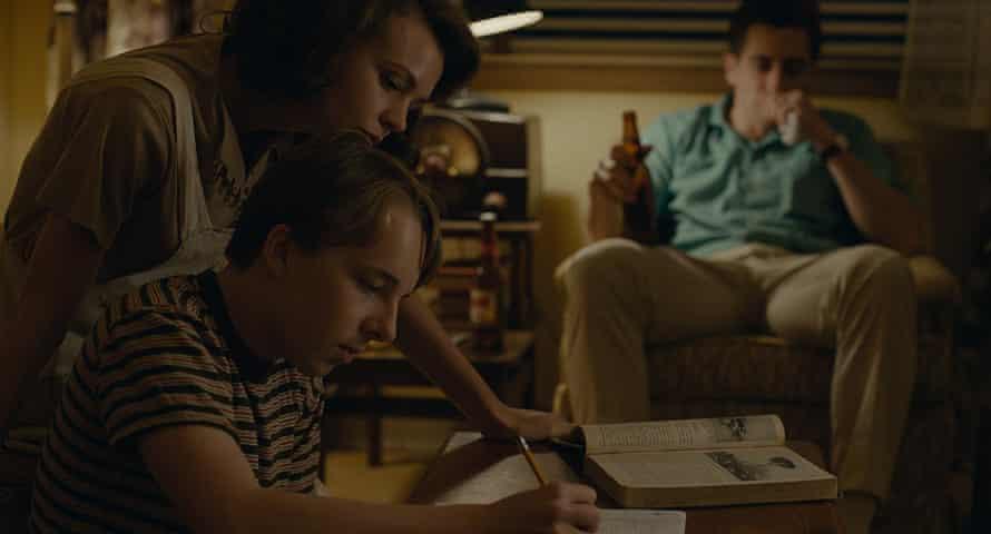 Carey Mulligan, Ed Oxenbould and Jake Gyllenhaal.