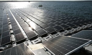 Construction of Europe s largest floating solar panel array on London's Queen Elizabeth II reservoir