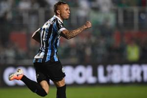 Everton's goal against Palmeiras helps Grêmio reach the Copa Libertadores semi-finals for the third year running.