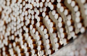 FILE PHOTO: Rokok terlihat selama proses produksi di Pabrik Rokok BAT di Bayreuth.