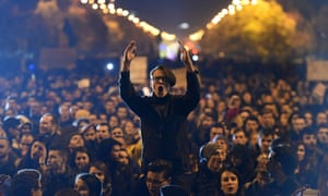 Romanians protest against the political class and authorities