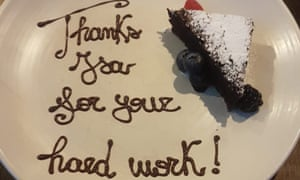 The slice of cake Izabela received on the first anniversary with her employer.