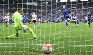 Jamie Vardy of Leicester City converts the penalty to score his team's third goal past Joel Robles