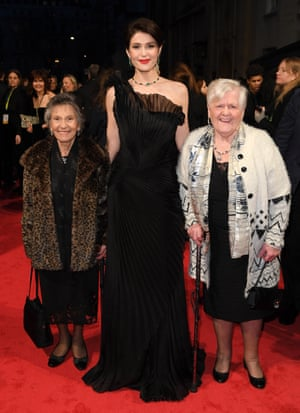Gemma Arterton at the Baftas 2018 with Eileen Pullen and Gwen Davis, two of the 187 women who staged a walkout from Ford's Dagenham plant.