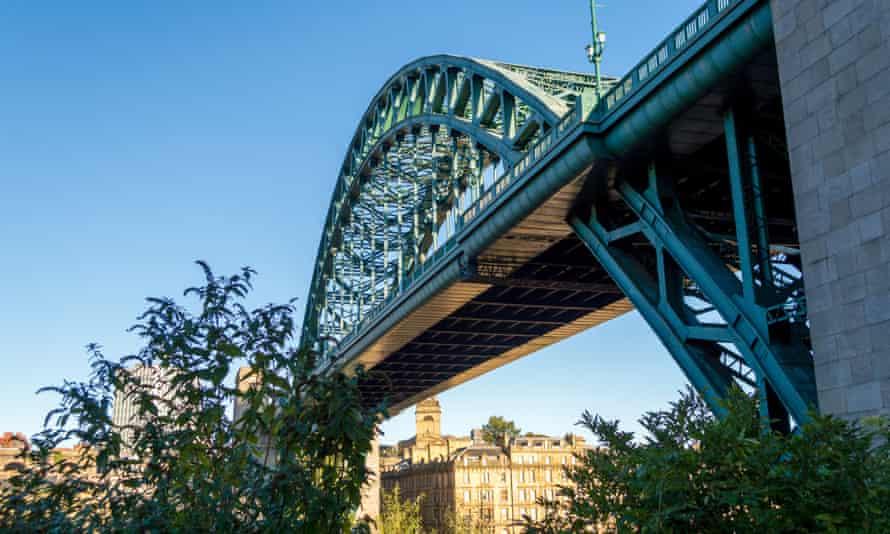 Tyne Bridge spanning the river Tyne to join Gateshead and Newcastle