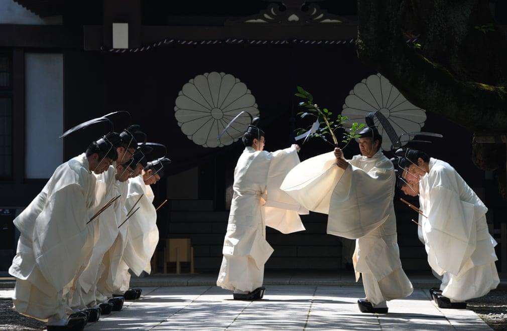 در توکیو ژاپن عهد قدیم، قبل از انجام آیین شینتو