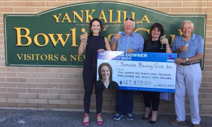 Georgina Downer hands a novelty cheque to the Yankallila Bowling Club before the 2019 federal election.