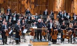 Sir Simon Rattle with the London Symphony Orchestra.