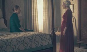 Serena Joy (Yvonne Strahovski) and Offred (Elisabeth Moss).