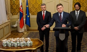 The prime minister, Robert Fico (C), with the police chief, Tibor Gašpar (L), and interior minister, Robert Kaliňák, at a press conference offering a reward for information about the killings.