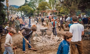 A weekend crowd works to build Peoples Park.