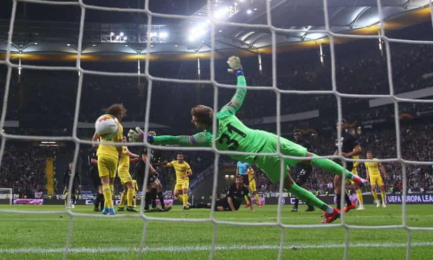 Pedro scores for Chelsea against Eintracht Frankfurt