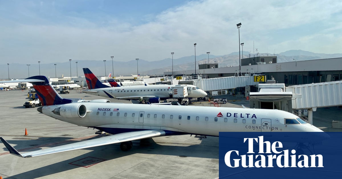 Delta Airlines to impose $200 monthly fee on unvaccinated employees