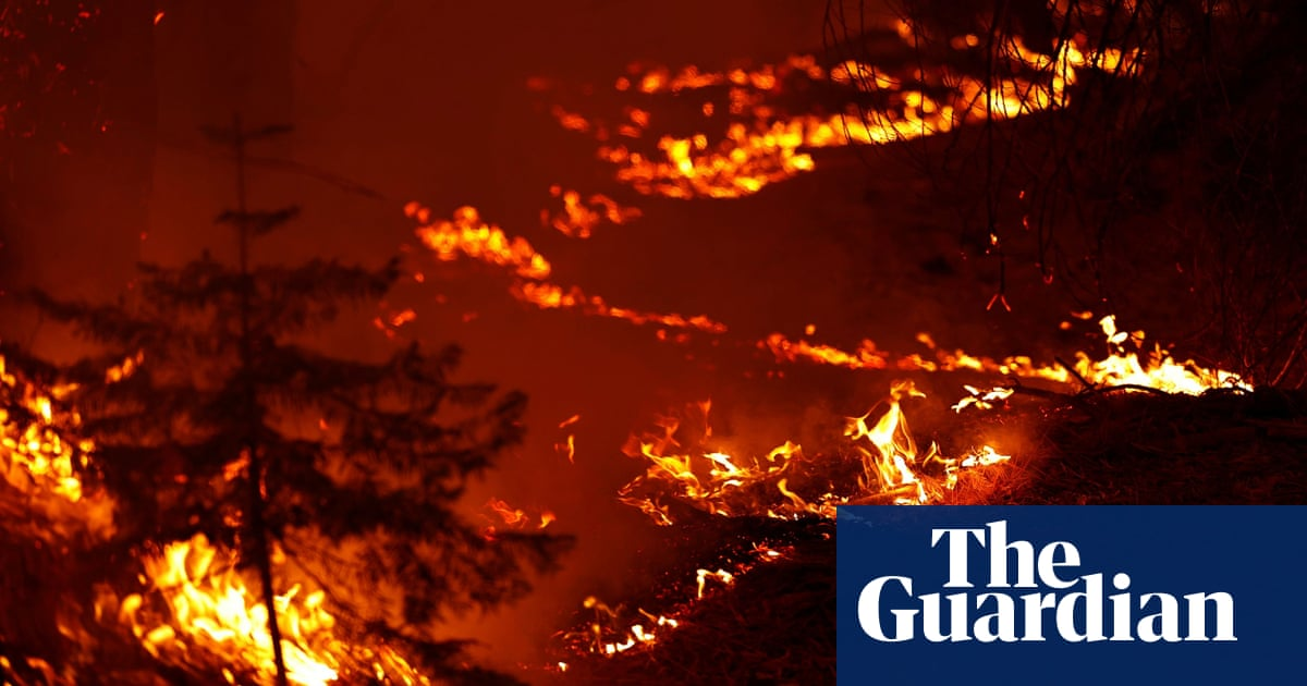 California Caldor fire burns thousands of hectares in weekend surge – video