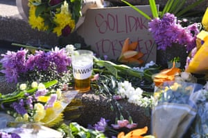 Tributes to Bob Hawke on the steps of the Sydney Opera House