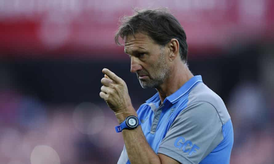 Tony Adams tries to get his point across in the warm-up.