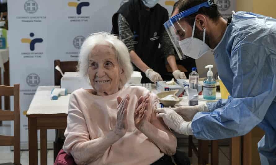 Elderly woman receives vaccine