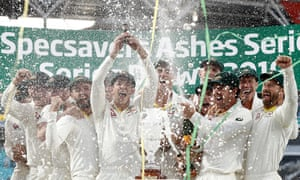Tim Paine lifts the Ashes urn