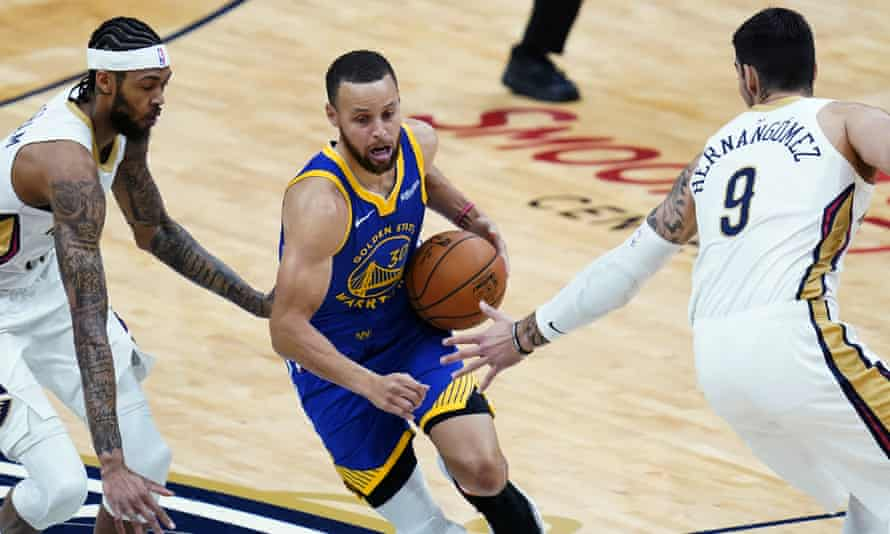 Golden State Warriors guard Stephen Curry drives past New Orleans Pelicans center Willy Hernangomez (9) and forward Brandon Ingram