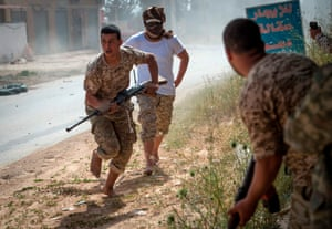 GNA fighters run for cover during clashes with eastern militia forces